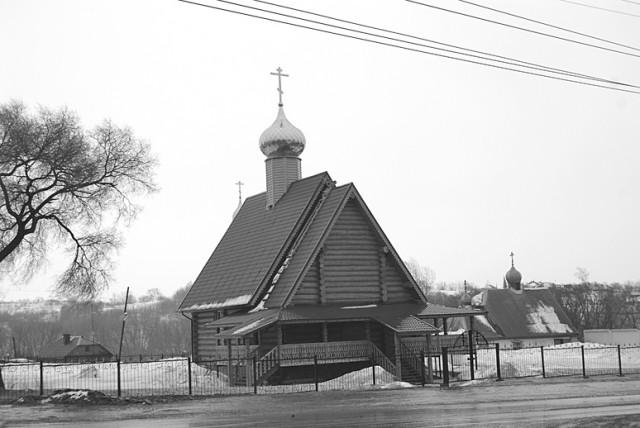 Сегодня на каменном фундаменте разрушенной церкви снова выстроен храм