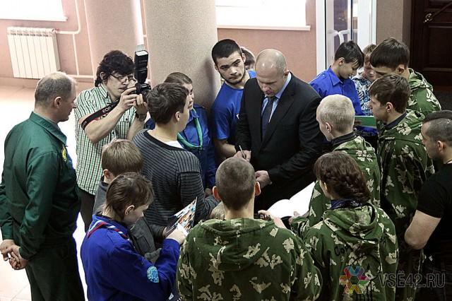 По прибытии в Кемерово Федор первым делом направился в Епархиальное управление на встречу с митрополитом Кемеровским и Прокопьевским Аристархом