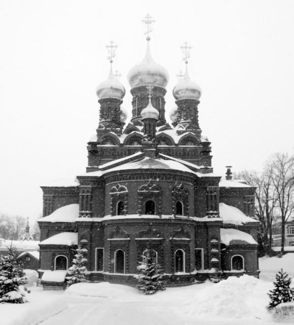 Центральный храм  Черниговского скита