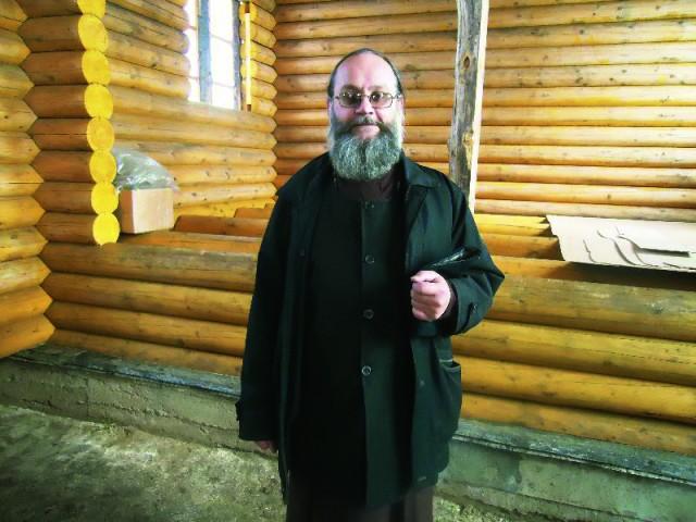 Отец Михаил Казанин клирик Свято-Серафимо-Покровского женского монастыря окормляет две колонии в Ленинске-Кузнецком