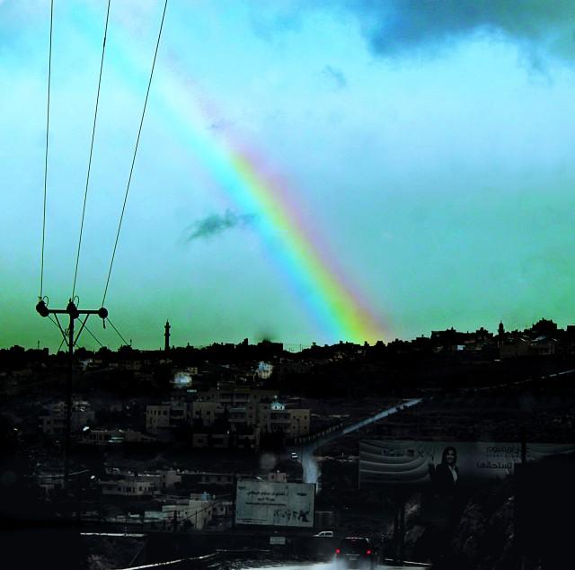 Среди дождя в утопающем палестинском поселке, при полном отсутствии солнца она была чудом в небе