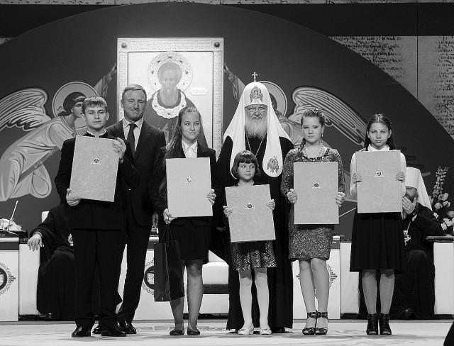 Мария Чеботарева третья слева. Мы поздравляем Марию и желаем ей творческих успехов и помощи Божией на жизненном пути!