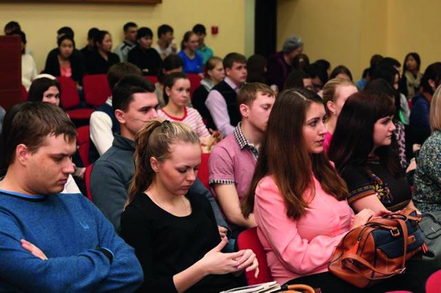 Студенты кемеровских вузов на лекциях, посвященных 700-летию  со дня рождения прп. Сергия Радонежского