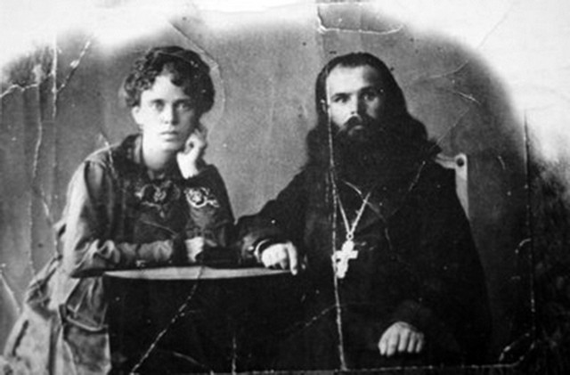 Священник Георгий Вуколович Непомнящих с женой
