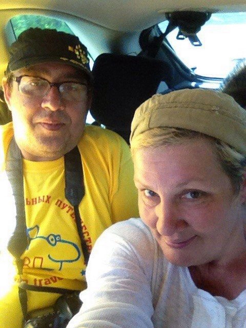 В авто с попугаем и енотом