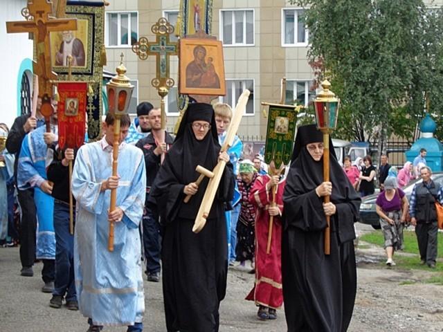 В Ленинске-Кузнецком состоялся крестный ход  по случаю Дня шахтёра
