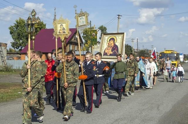 В поселке Плотниково прошел Казачий крестный ход, посвящённый Дню знаний