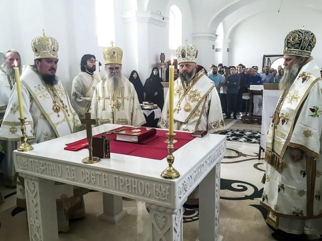 Митрополит Аристарх возглавил  Литургию  в родном селе Сербского Патриарха Павла