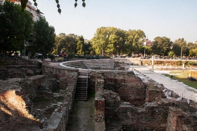 Агора – центральная площадь древнего города, центр общественной, политической и экономической жизни Салоник