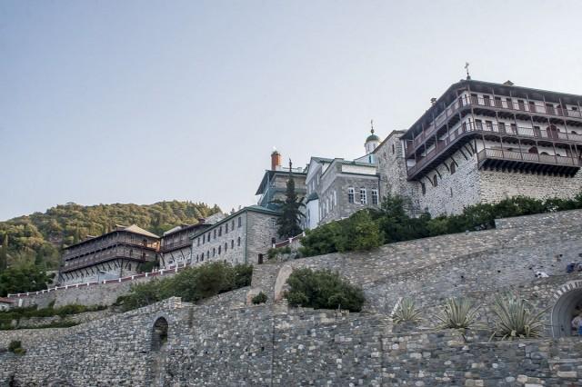 Вид на Свято-Пантелеимонов русский монастырь с пристани